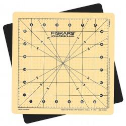 Fiskars - 01-001625 - 8 x 8 Self-Healing Cutting Mat, Gray